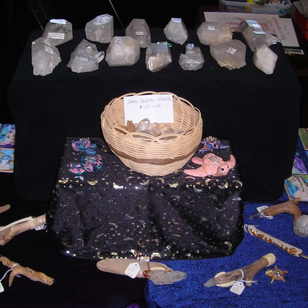 image buying quartz crystal from vendors