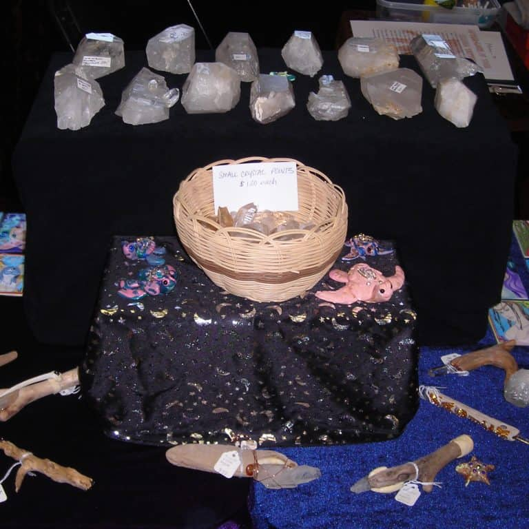 image buying quartz crystal from vendors
